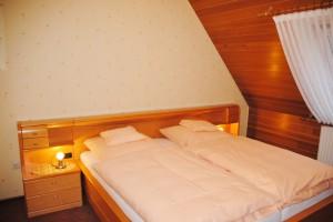 Ferienhaus Harmening FeWo 2    Schlafzimmer